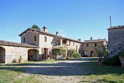Farms wineries sale Italy